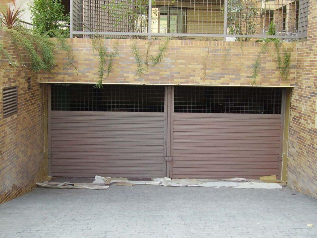 Puertas de garaje basculantes puertas garaje madrid - Motor puerta garaje precio ...